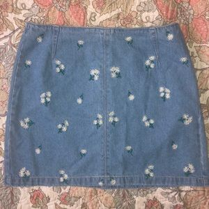 new never worn daisy embroidered jean mini skirt